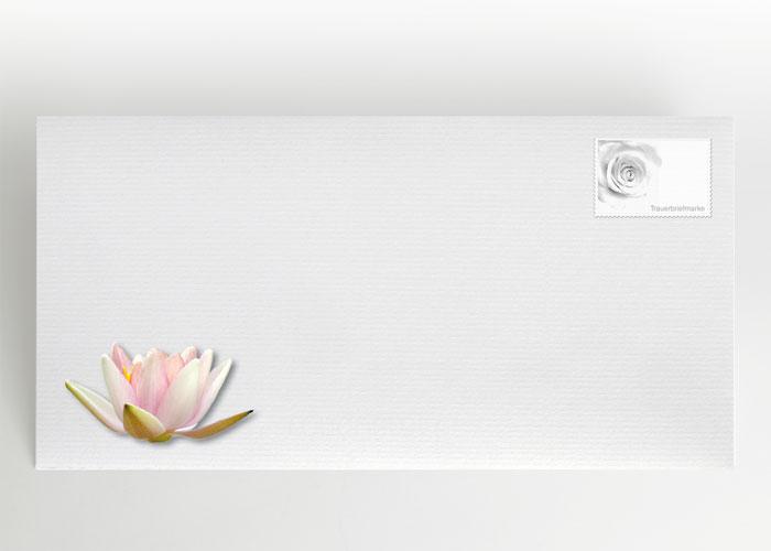 Einzelne Lotosblüte auf dem Wasser - Briefumschlag Motiv B-38