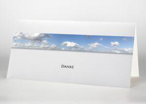 Blauer Himmel mit Wolken - Danksagungskarte Motiv F-03