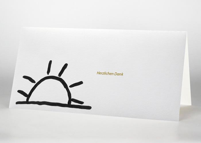 Vom Horizont halb verdeckte gezeichnete Sonne - Danksagungskarte Motiv S-17