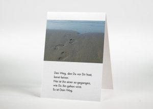 Fußspuren im Sand - Sterbebildchen Motiv F-28