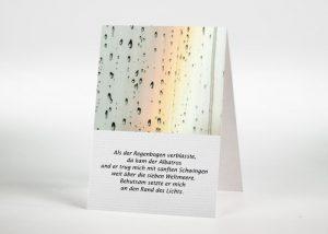 Regenbogen hinter einer Fensterscheibe - Sterbebildchen Motiv F-45