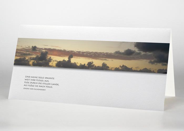 Himmel mit Wolken während eines Sonnenuntergangs - Trauerkarte Motiv F-02