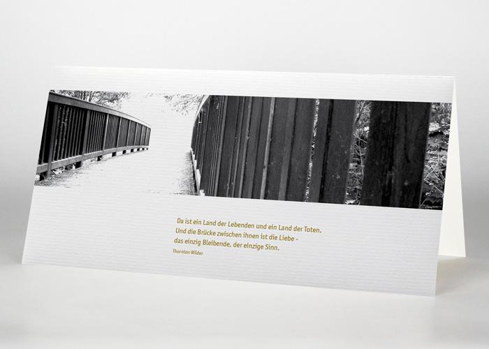 Brücke in einen hellen Lichtschein - Trauerkarte Motiv F-14