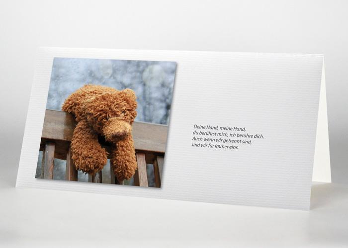 Teddy auf einer Lehne - Trauerkarte Motiv F-48