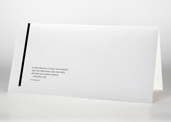 Senkrechte schwarze Trauerlinie - Trauerkarte Motiv S-12